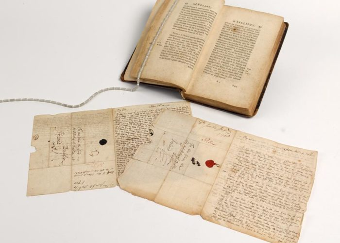 A page with annotations from P002465996: Travels Into Several Remote Nations of the World. In Four Parts. By Lemuel Gulliver, First A Surgeon, And Then A Captain Of Several Ships, by Jonathan Swift, 1726. Also some letters by the hand of Jonathan Swift, in Armagh Robinson Library